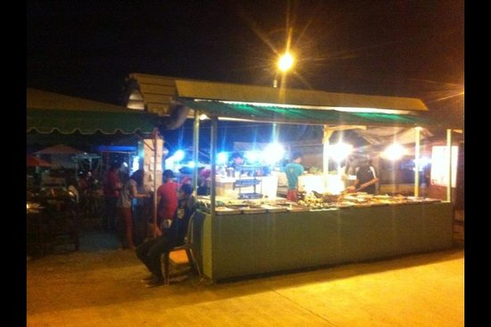 City Baywalk: DON'T EAT HERE! Very bad service! :(