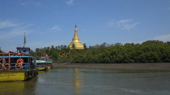Global Vipassana Pagoda: GVP from ferry