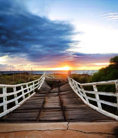 The Cove Holiday Village: Sunrise at the old pier