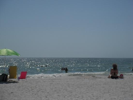 Grand Plaza Beachfront Resort Hotel & Conference Center: beach shore from cabana