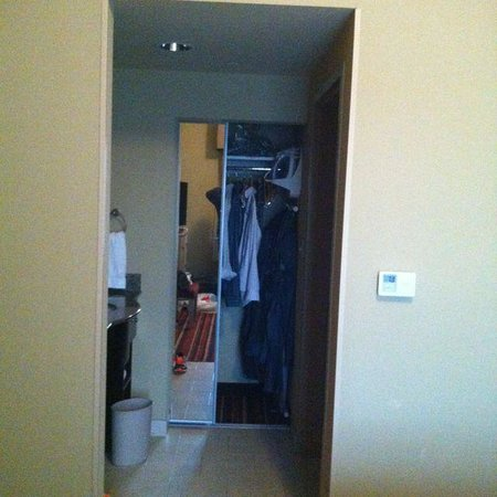 Homewood Suites by Hilton Austin / Round Rock: Banheiro/Armário