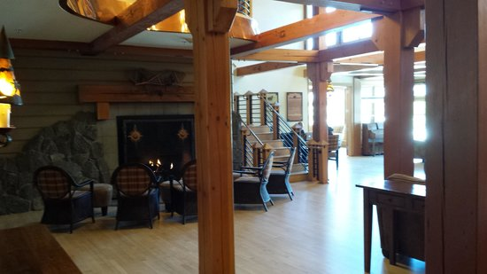 Old Faithful Snow Lodge and Cabins: Lobby Area of Snow Lodge