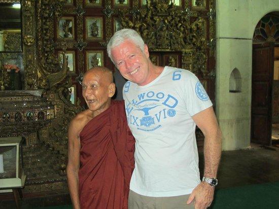 Sule Shangri-La Yangon : Happy Monk...a great few moments for me.