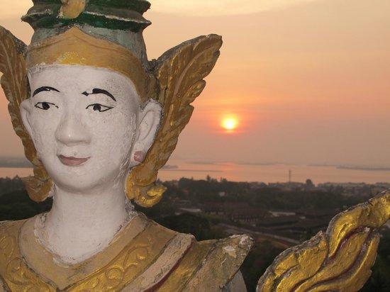 Sule Shangri-La Yangon : Love a little Sunset.