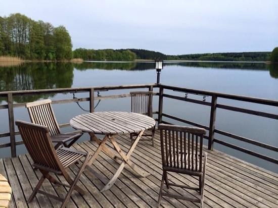 Akmenine Rezidencija: lake by the hotel.
