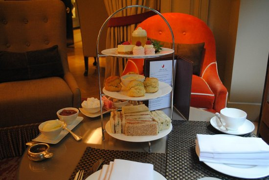 The Athenaeum Hotel & Residences: Amazing treats at tea time