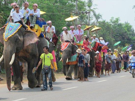 Sule Shangri-La Yangon : Celebration Of A New Child Monk
