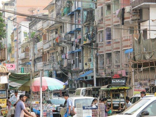 Sule Shangri-La Yangon : Downtown Yangon. Opposite Bogyoke Market Entrance.