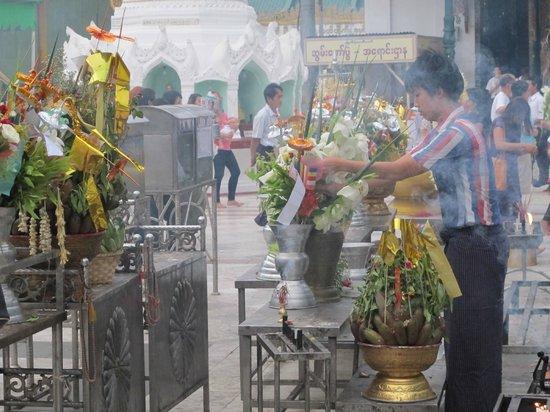 Sule Shangri-La Yangon: Insense burning at Shwedagon