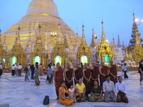 Sule Shangri-La Yangon: Shwedagon Pagoda Near Sunset...So Good!