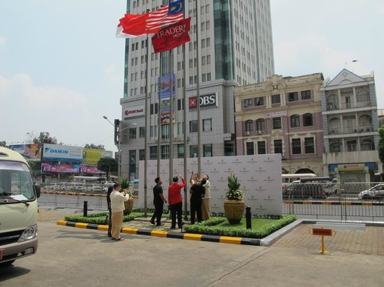 Sule Shangri-La Yangon: Name Changing Ceremony Of The Traders Hotel.