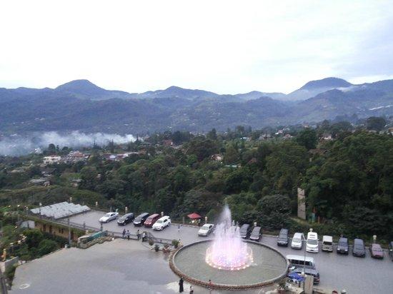 Seruni II Gunung Gede : Pemandangan di depan Hotel
