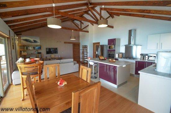 Cuisine ouverte sur salon s jour photo de villa tonoi - Cuisine ouverte sur sejour salon ...