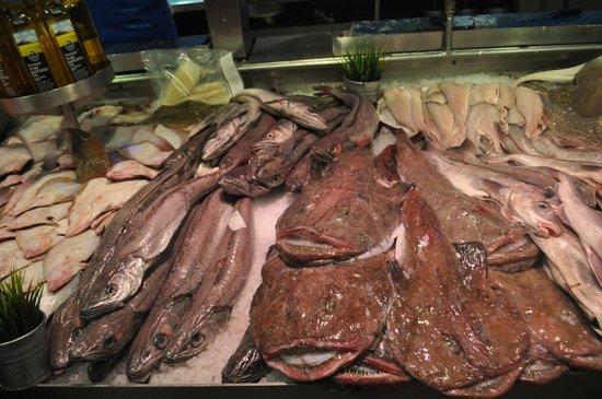 Old English Market/City Market : fish monger, Old English Market