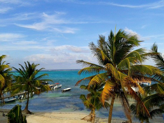 Ocean Tide Beach Resort: View from the third floor. A piece of paradise - the beautiful Caribbean island of San Pedro, Am