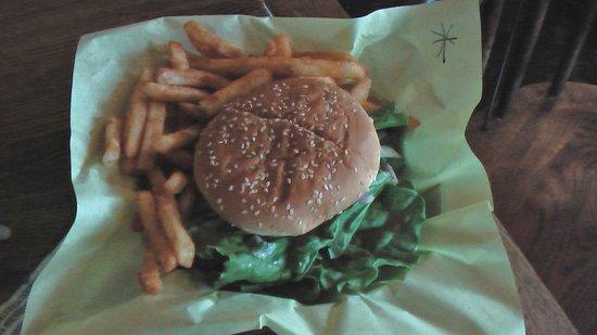 Calamity Jane's Hamburger Restaurant: Bleu Cheese Burger