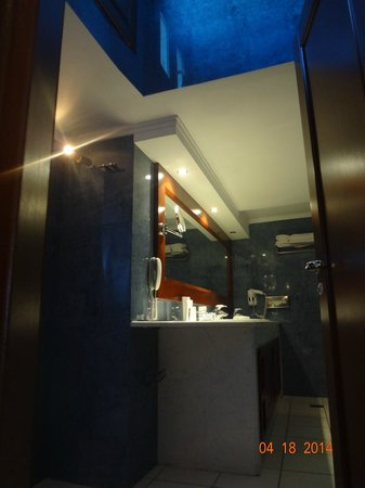 Petinos Beach Hotel: bathroom
