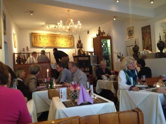 Zum Thailander : An einem Dienstag Abend full house und das in Biel