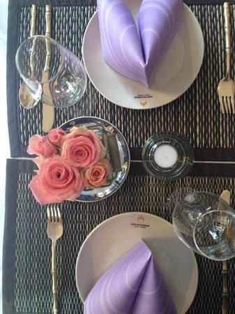 Zum Thailander : Unser Tisch wie immer mit tollem Blumenschmuck