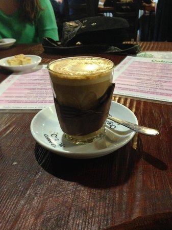 Oaklands Cafe: latte