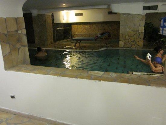 Hotel Flora : piscina interna