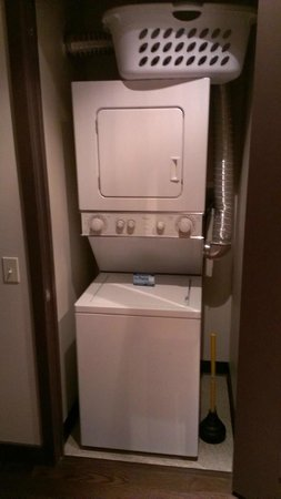 State and Grand by BridgeStreet Worldwide : Washer & Dryer