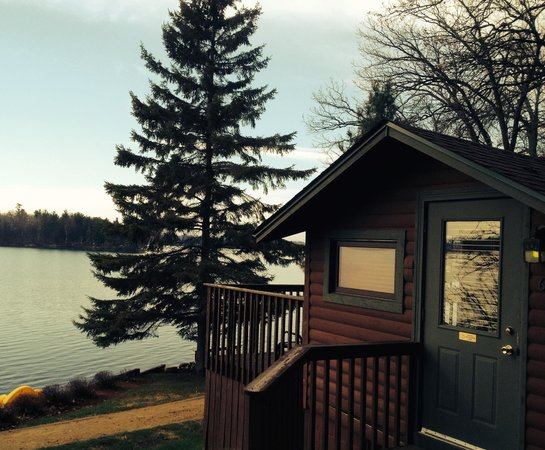 Ruttger's Bay Lake Lodge: One of many different cabins next to the lake