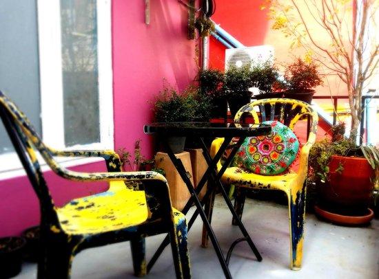 Bewel Hostel: nice little terrace