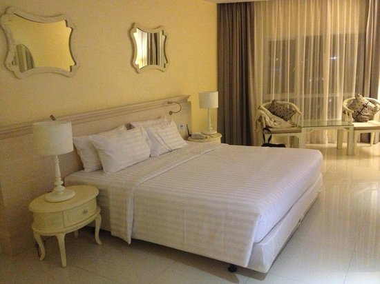 Andaman Embrace Patong: Double room with sea view (no balcony)