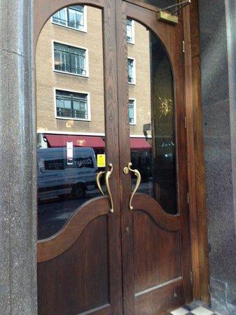 Chamberlain Hotel: Entry Doors