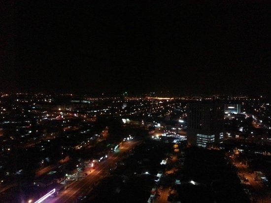 KSL Hotel & Resort: Night view from a high room floor