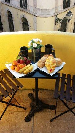 Les Suites Du Bairro Alto : Petit déjeuner sous le soleil du matin