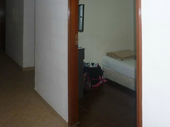 Amrise Hotel: view of 3rd floor room & corridor (Room 313)