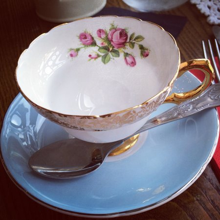 The Butterfly And The Pig : Stunning crockery!