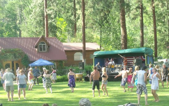 Kettle Falls, Ουάσιγκτον: Fun Summer Party Dancing