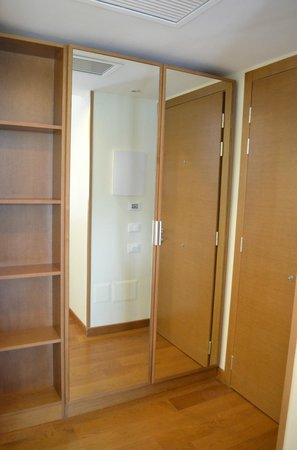 Hotel Plaza : Room wardrobe