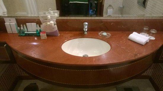 Corniche Hotel Abu Dhabi : Bathroom Amenities