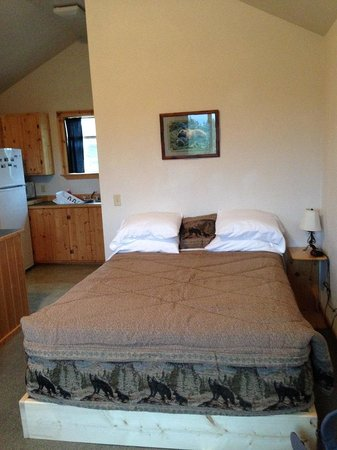Alaskan Spruce Cabins: our cabin
