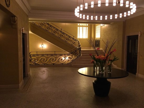 Hotel Cafe Royal: Staircase