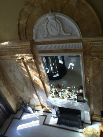 Hotel Cafe Royal: Entrance from above
