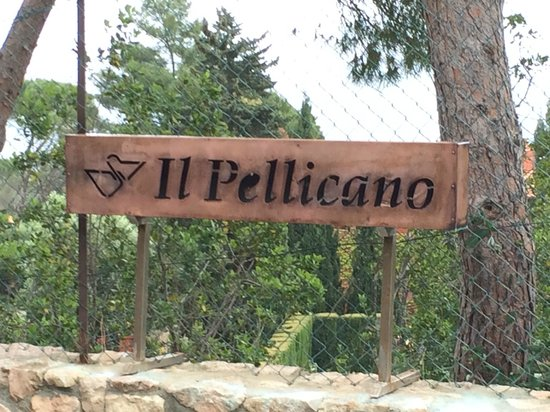 Hotel Il Pellicano: Entrance Sign Ourtside of Secure Entrance Gate