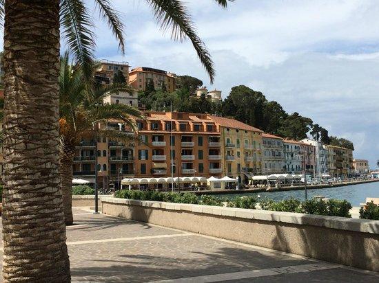 Hotel Il Pellicano: Nearby Harbor Town San Stefano
