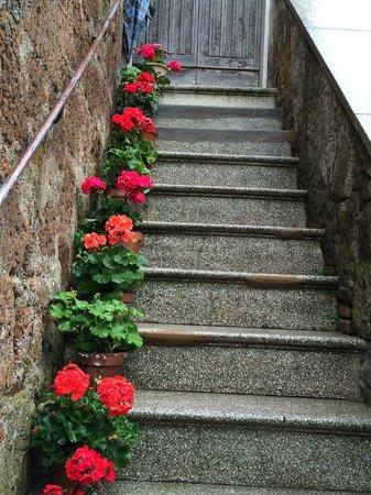 Hotel Il Pellicano: Charming Steps, Sorano