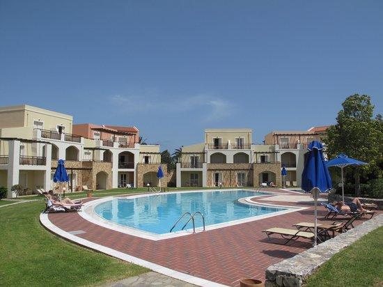 Pilot Beach Resort: Kamers gegroepeerd rond de zwembaden