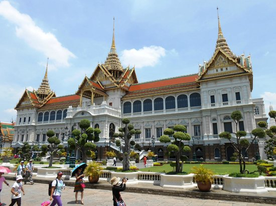 Navalai River Resort: Grand Palace located 10 min walk away from the hotel