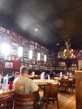 Prospectors Pizzeria & Alehouse: inside
