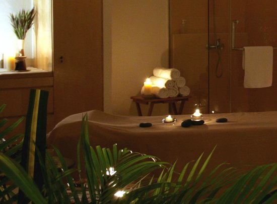Estheva Spa: VIP luxury couple spa room with full-fledged spa facilities in Singapore.