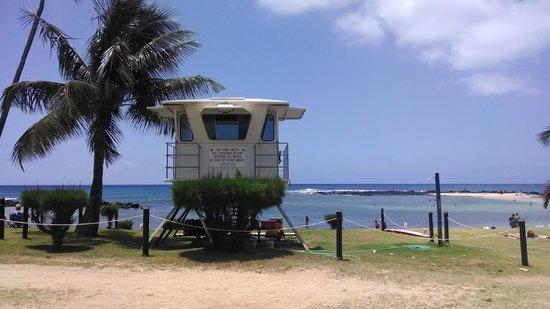 Poipu Beach Park: life guard station