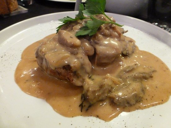Bistrot L'Aubergine: Beef done perfectly to order with an incredible morel mushroom and truffle sauce