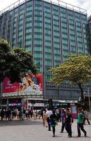 Park Hotel Hong Kong: Hotel across from garden park